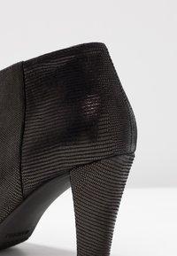 Carvela Comfort - ROSS - Korte laarzen - black - 2