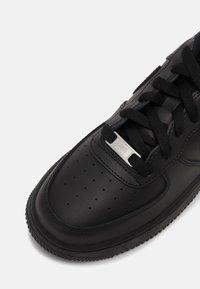 Nike Sportswear - AIR FORCE 1 LE GS - Sneakers laag - black - 6