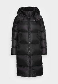 Calvin Klein Jeans - SHINY LONG PUFFER - Kabát zprachového peří - black - 4