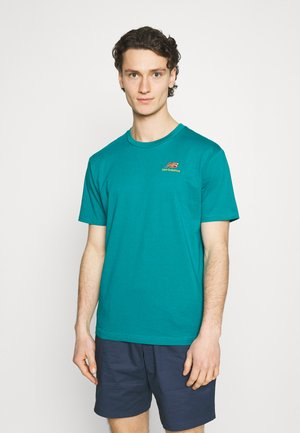 ESSENTIALS EMBROIDERED TEE - T-shirts - team teal