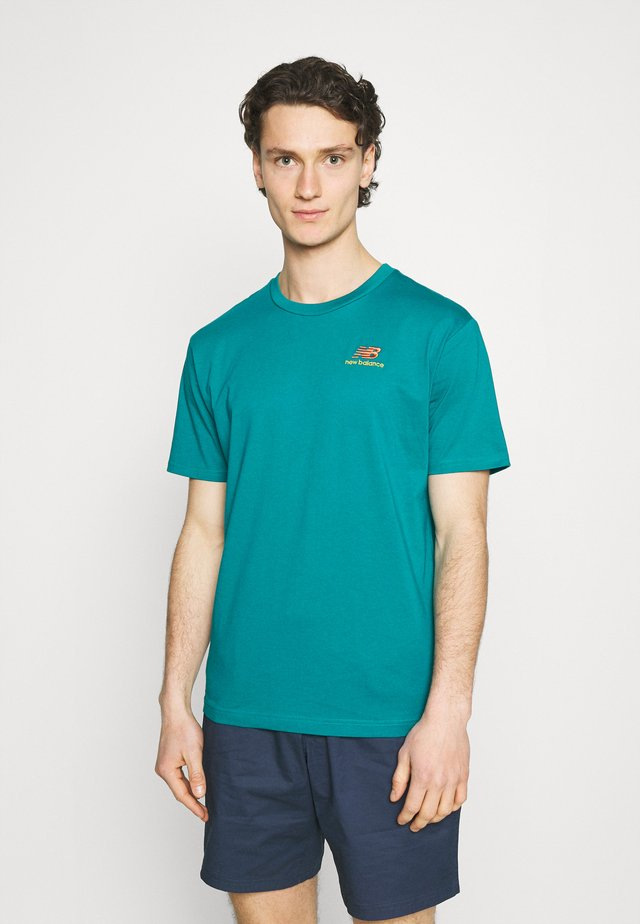 ESSENTIALS EMBROIDERED TEE - T-shirt - bas - team teal