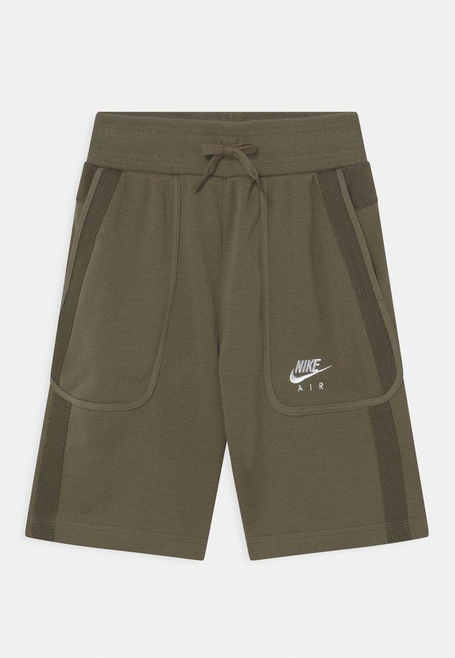 AIR - Shorts - medium olive/cargo khaki/white
