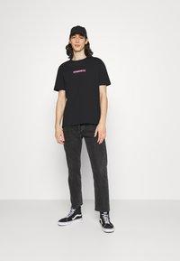 YOURTURN - UNISEX - Print T-shirt - black - 1