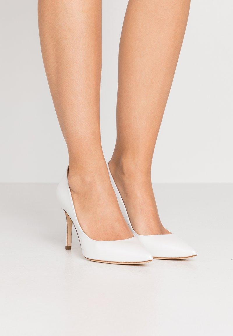 Pura Lopez - Zapatos altos - glow bone
