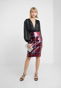 Versace Collection - Gonna a tubino - bordeaux - 1