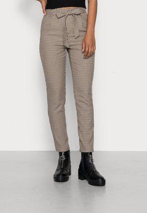 VMMIRA LOOSE TIE AYA CHECK PANT - Trousers - safari
