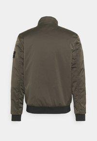 Calvin Klein Jeans - HARRINGTON PADDED JACKET - Light jacket - black olive - 1