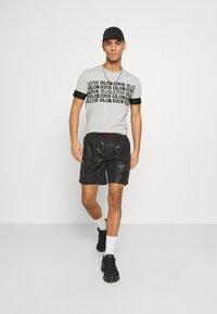 Glorious Gangsta - ESTEN TEE - T-shirt con stampa - grey marl - 1