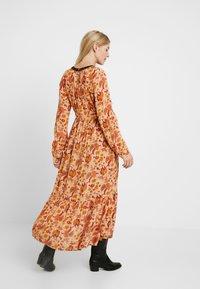 MAMALICIOUS - MLFLORAL DRESS - Vestido largo - sesame - 3