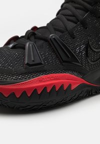 Nike Performance - KYRIE 7 - Basketball shoes - black/light smoke grey/white/black/university red - 5