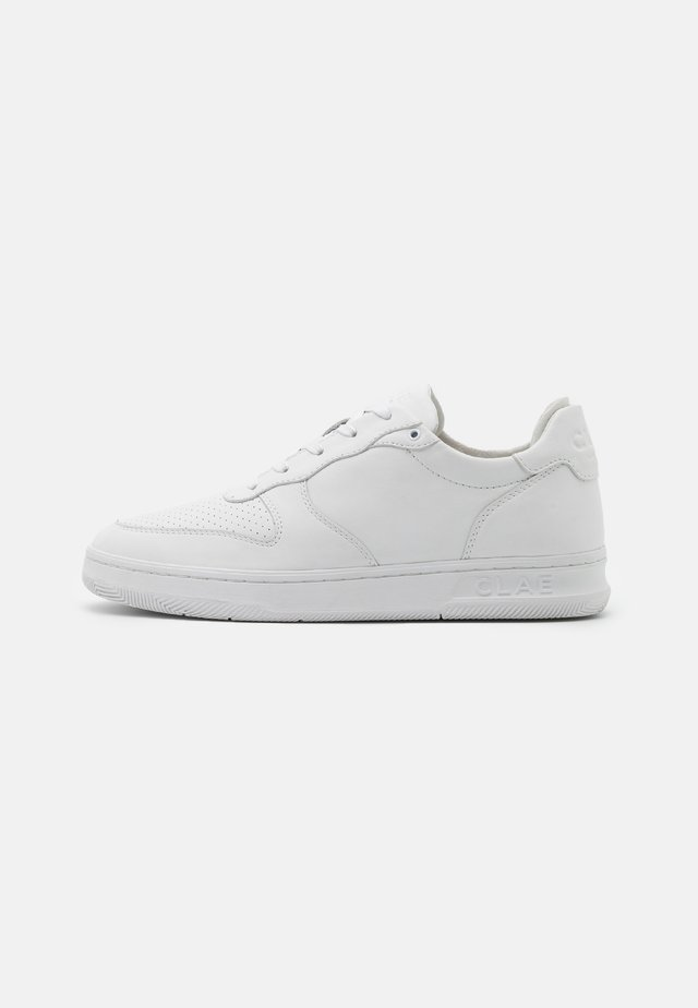 MALONE UNISEX - Matalavartiset tennarit - triple white