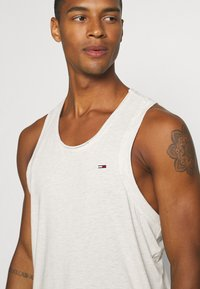 Tommy Jeans - RACER BACK TANK - Top - white - 3