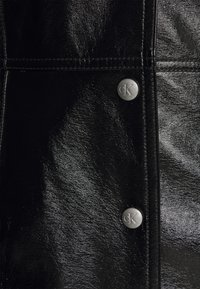 Calvin Klein Jeans - HIGH SHINE SHIFT DRESS - Sukienka letnia - black - 4
