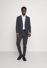 Selected Homme - SLHSLIM MYLOLOGAN SUIT - Kostym - dark grey - 1