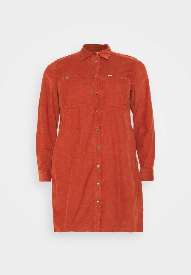 WORKSHIRT DRESS - Robe chemise - red ochre