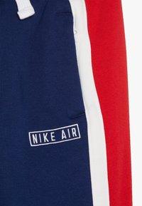Nike Sportswear - NIKE AIR HOSE FÜR ÄLTERE KINDER - Træningsbukser - blue void/white/university red - 3