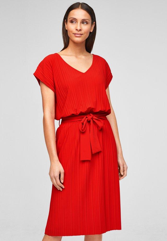Korte jurk - burning red