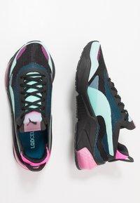 Puma - LQDCELL OPTIC XI  - Obuwie do biegania treningowe - black/aruba blue/luminous pink - 1