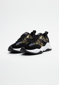 Versace Jeans Couture - Trainers - black/gold - 1