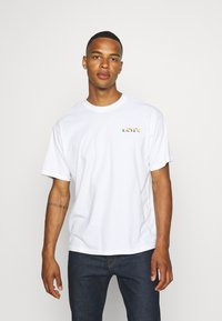 Levi's® - PRIDE VINTAGE FIT GRAPHIC TEE UNISEX - Print T-shirt - white - 2