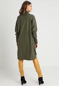 Ilse Jacobsen - TRUE RAINCOAT - Parka - army - 3