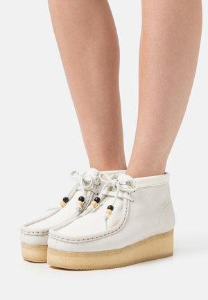 WALLABEE  - Veterboots - white
