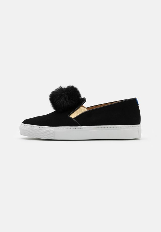 Loaferit/pistokkaat - black/gold