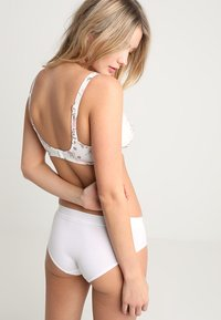 Triumph - MY FLOWER MINIMIZER  - Underwired bra - skin/light combination - 2