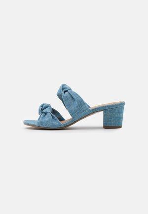 JACKIE VEGAN  - Klapki - blue