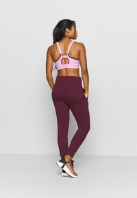Nike Performance - FLOW HYPER 7/8 PANT - Pantalones deportivos - night maroon - 2