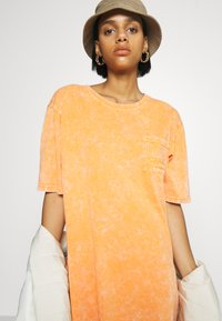 Von Dutch - KENDALL - Jersey dress - orange - 5