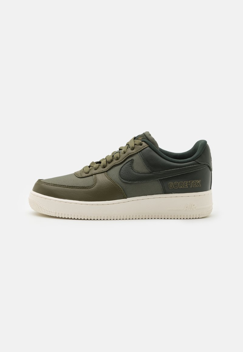 Nike Sportswear - AIR FORCE 1 GTX UNISEX - Trainers - medium olive/deepest green/sail/seal brown