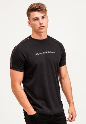 RALLOR - Print T-shirt - black/red
