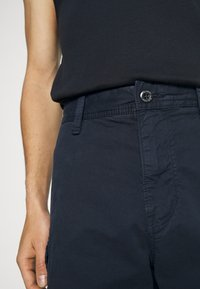 s.Oliver - BERMUDA - Shorts - dark blue - 6