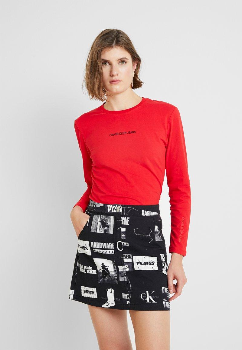 Calvin Klein Jeans - LOGO STRETCH SLIM - Top sdlouhým rukávem - racing red