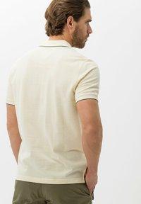 BRAX - STYLE PADDY - Polo shirt - vanilla - 2