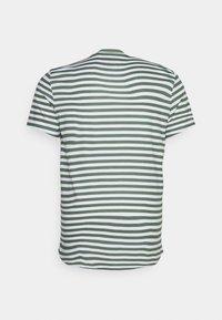 Johnny Bigg - GLOBAL STRIPE LONGLINE TEE - Print T-shirt - green - 1