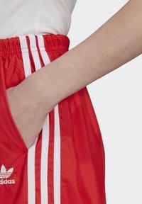 adidas Originals - Shorts - red - 3
