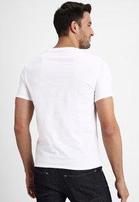 Guess - ORIGINAL LOGO - Print T-shirt - true white - 2
