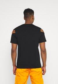 adidas Originals - TEE UNISEX - T-shirt con stampa - black - 2