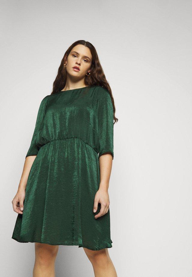 VMJENICE SHORT DRESS - Korte jurk - pine grove
