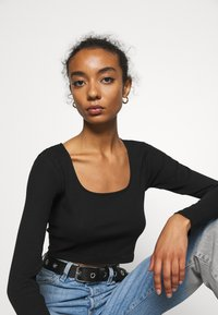 Monki - ALBA  - Longsleeve - black dark - 4