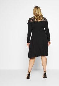 Dorothy Perkins Curve - VICTORIANA FIT AND FLARE DRESS - Sukienka etui - black - 2