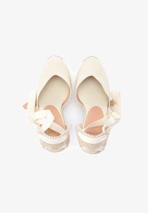 Chiara 8 - Sandals - Sandály - bianco