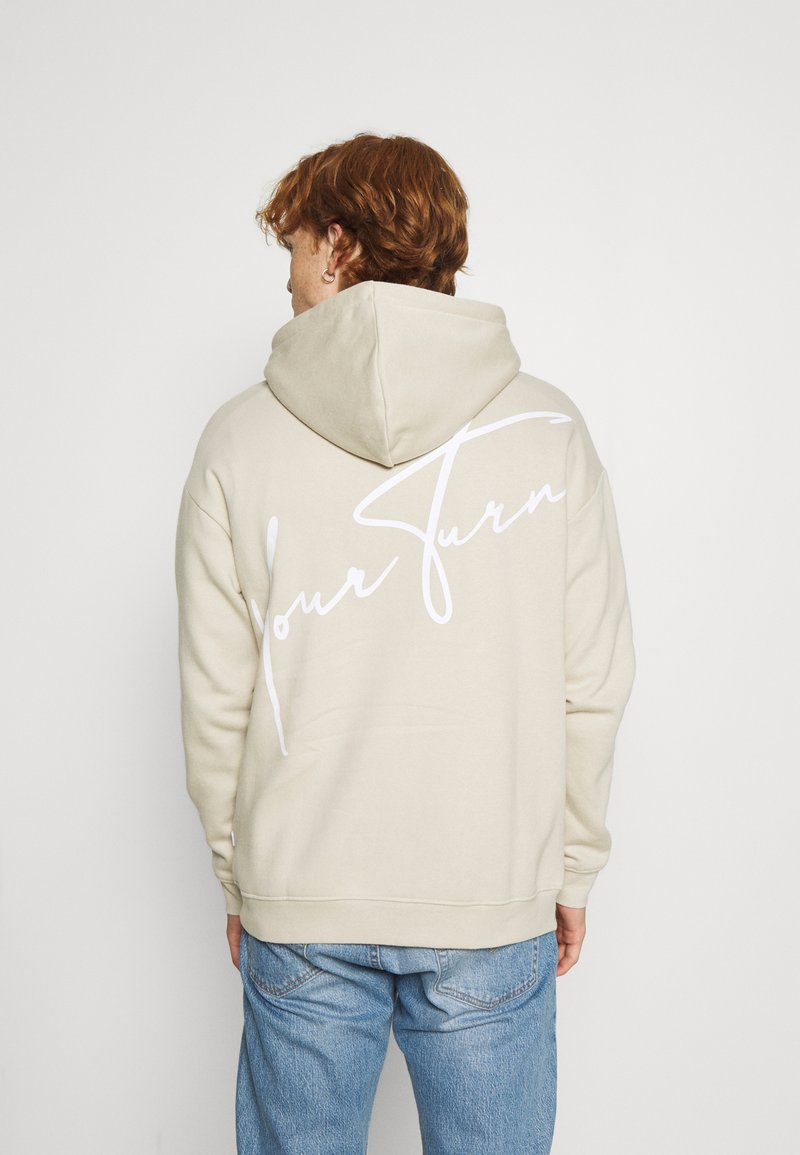 YOURTURN - BOLD SCRIPT HOODIE UNISEX - Sweatshirt - beige