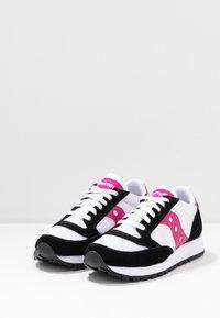 Saucony - JAZZ VINTAGE - Trainers - white/black/berry - 4