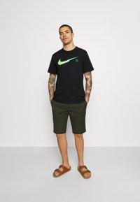 Nike Sportswear - ZIGZAG TEE - Printtipaita - black - 1
