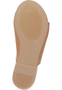 Piazza - T-bar sandals - coconut - 3