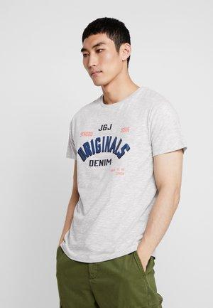 JORMELBA TEE CREW NECK - T-shirt med print - light grey melange