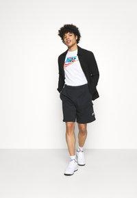 Nike Sportswear - CLUB CARGO - Träningsbyxor - black - 1